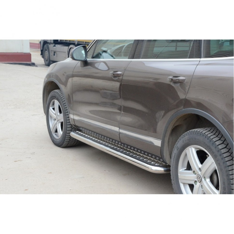 Protection thresholds with aluminum sheet d63,5 Volkswagen Touareg, painted / stainless steel